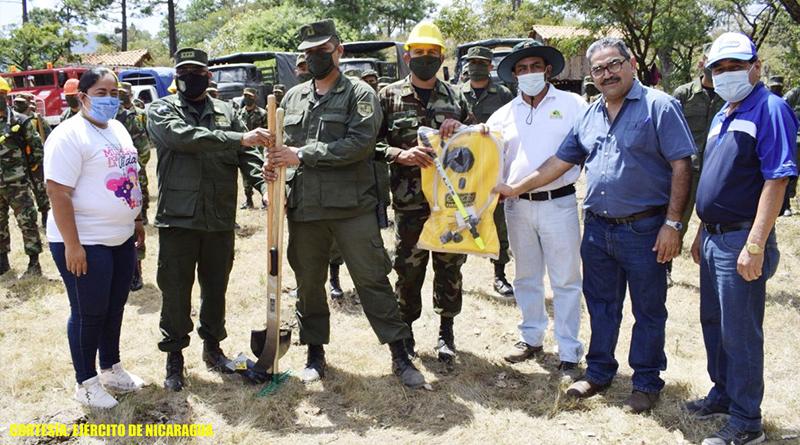 Durante la actividad, participaron autoridades departamentales y municipales de Madriz, brigadas comunitarias y brigadas multiamenazas de los municipios, así como bloques representativos del 1 Comando Militar Regional del Ejército de Nicaragua.