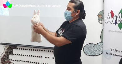 Miembros del Teatro Arlequín brindaron el taller sobre elaboración de títeres de guante