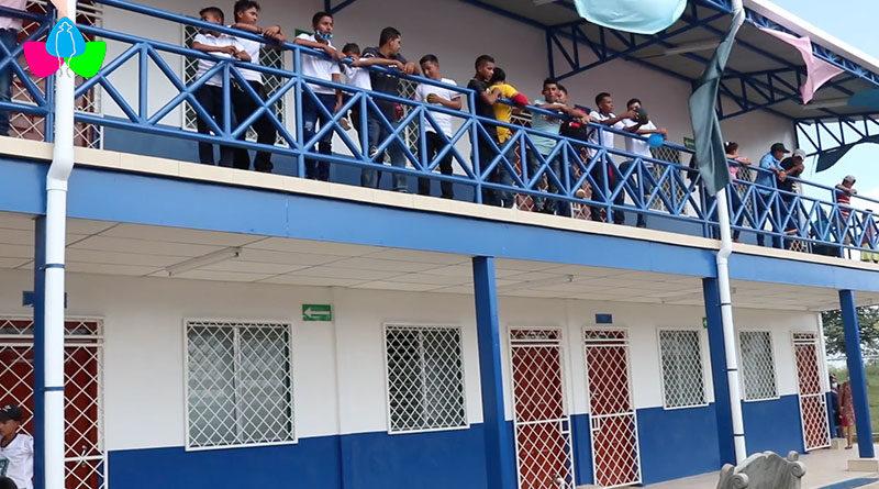 Estudiantes en el Centro Escolar San Luis de Rosita, RACN durante su inauguración.