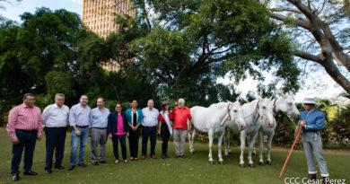 Miembros de ANCPRE, Ministros de las Instituciones del GRUN e invitados espciales al lanzamiento de la 13va Feria Internacional del Caballo Pura Raza Española a realizarse en Granada, Nicaragua.
