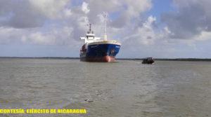 Buques mercantes y flota pesquera industrial en el Mar Caribe