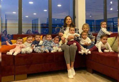 Christina junto a sus 11 hijos