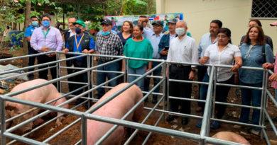 Autoridades el INTA junto a representantes de la embajada de Taiwán en Nicaragua, inaugurando la granja de mejoramiento genético porcino en Juigalpa, Chontales