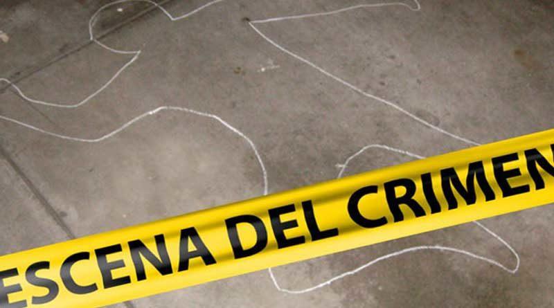 Figura de una persona dibujada sobre el pavimento de la carretera, indicando escena del accidente de tránsito.