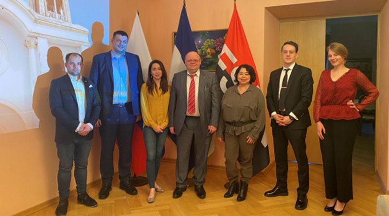 Embajadora de Nicaragua junto a Empresarios rusos con negocios en Nicaragua, Escritores y Periodistas durante el homenaje