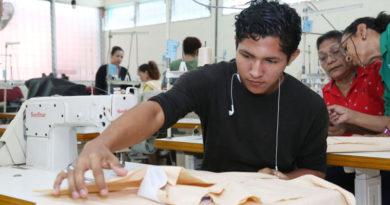 Estudiantes durante los cursos técnicos brindados por Tecnológico Nacional