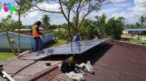 Funcionarios de TELCOR realizan instalación de sistemas de paneles solares en puestos de salud de comunidades rurales de la Costa Caribe Norte (RACCN) y el departamento de Río San Juan.