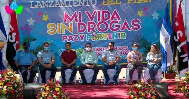 """Autoridades del Gobierno de Nicaragua y miembros de la Juventud Sandinista 19 de Julio en la presentación del """"Plan mi vida sin drogas, paz, patria y porvenir 2021""""."""