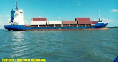 Buque mercante llegando a puerto nicaragüense