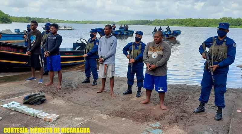 Personas retenidas por la Fuerza Naval que transportaban el dinero en la embarcación