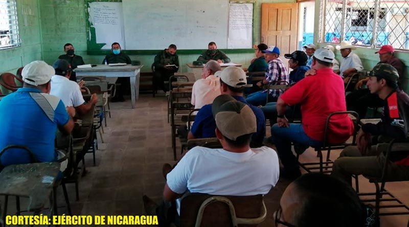 Reunión del Ejército de Nicaragua con productores y ganaderos de Puerto Cabezas