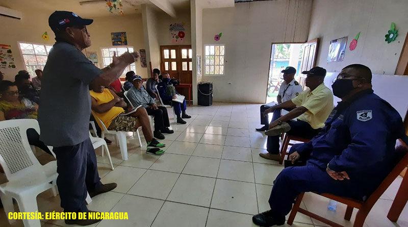 Durante la reunión, el Capitán de Navío Berrios transmitió el saludo del Comandante en Jefe del Ejército de Nicaragua, General de Ejército Julio César Avilés Castillo.
