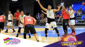 Jugadores de los equipos miembros del VI Torneo Nacional de Baloncesto Carlos Ulloa In Memoriam desde el Polideportivo Alexis Argüello.