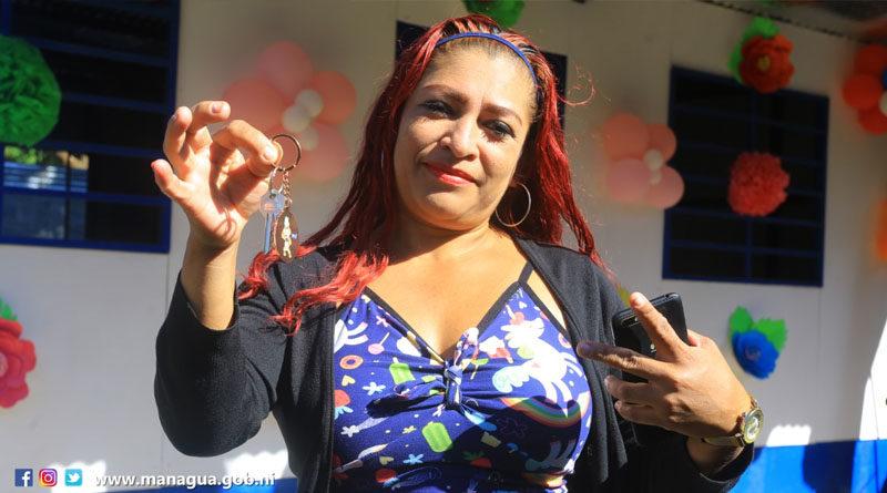 Protagonista Hayquenin Yaoska Arancibia López recibe su nueva Vivienda Digna