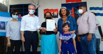 Representantes de la Alcaldía de Managua y la Embajada de Taiwán, junto a la Protagonista Miriam del Socorro Méndez Arellano