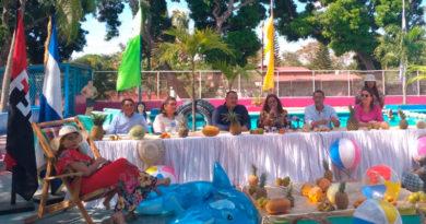 Presidenta del INIFOM en una mesa de presidio junto a los alcaldes de Nagarote y Ticuantepe