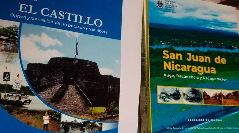 Libros de historia del departamento de Río San Juan de Nicaragua, ubicados sobre una mesa.