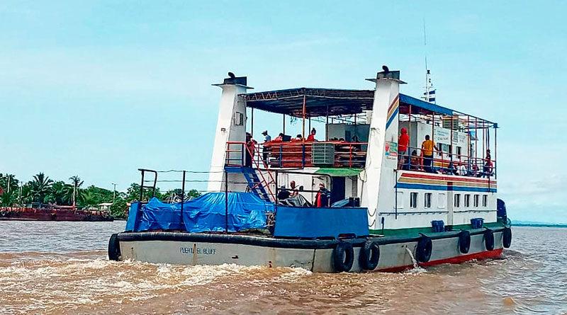 Embarcación zarpando en aguas territoriales de Nicaragua