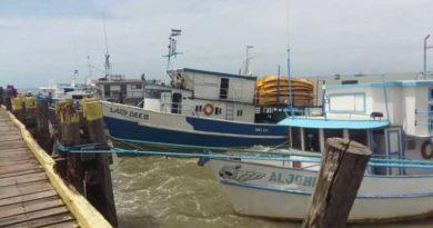 embarcaciones a orillas del mar