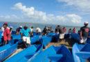 Pescadores del caribe norte de Nicaragua recibiendo sus cayucos por parte del INPESCA