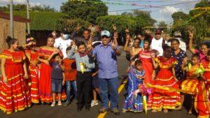 Vicealcalde de Managua, Enrique Armas en la inauguración de Calles para el Pueblo en el barrio Manuel Fernández
