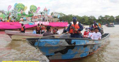 Durante el Carnaval Acuático, participaron 15 embarcaciones con 300 personas de diferentes instituciones del Estado, dirigidas por la Alcaldía Municipal del municipio de El Rama.