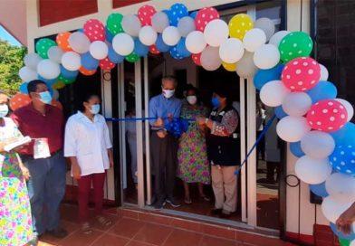 Ministra de Salud junto a embajador de Taiwán en Nicaragua, durante la inauguración de remodelación casa materna Granada