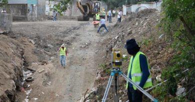 Trabajadores de la Alcaldía de Managua en el barrio Francisco Salazar donde se ejecuta el proyecto de drenaje pluvial