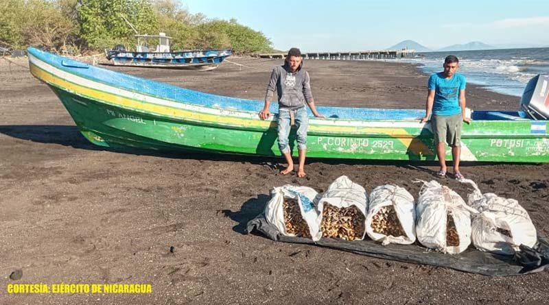 Una de las embarcaciones retenidas por el Ejército de Nicaragua en Chinandega