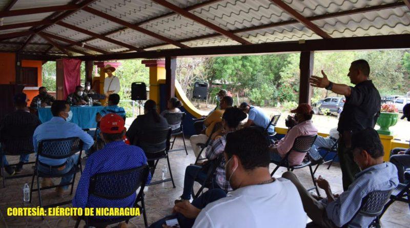 Productores y ganaderos sostiene reunión con el Ejército de Nicaragua en Villa El Carmen, Managua.