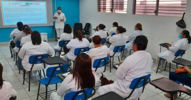 Enfermeras de Nicaragua fortalecen sus conocimientos en taller desde el Instituto Politécnico de la Salud.