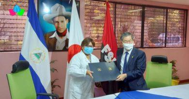 """Doctora Martha Reyes, Ministra de Salud, y el Embajador del Japón en Nicaragua, Señor Yasuhisa Suzuki en la firma del Canje de Notas del Programa de """"Donación de Equipos Médicos para la Lucha contra el Covid-19""""."""