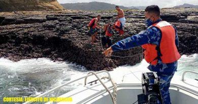 Miembros de la Fuerza Naval rescatan a 4 tripulantes de una embarcación en Playa Hermosa