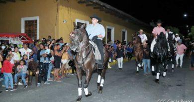Desfile hípico realizado en Granada en celebración del Bicentenario de Centroamérica