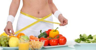 Mujer con cinta y verduras