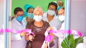 Paciente junto a médicos inauguran la clínica de salud mental en el Hospital Alemán Nicaragüense