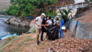 Jóvenes durante segunda jornada de limpieza en la Laguna