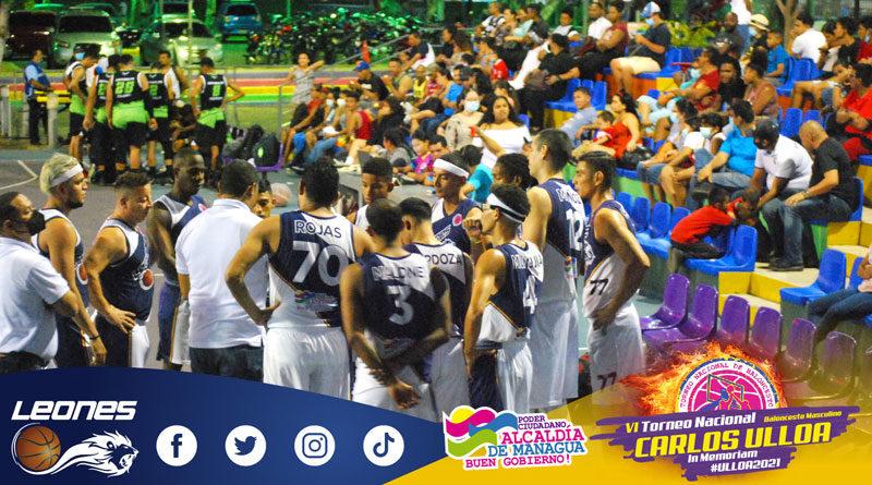 Jugadores de los Leones de Managua durante un juego en el Torneo de Baloncesto Carlos Ulloa 2021 en Managua.