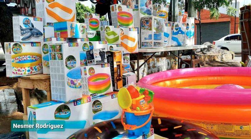 Piscinas y otros productos que se ofertan en el mercado Roberto Huembes