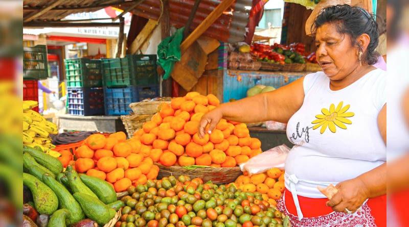 Comerciante de frutas del mercado Roberto Huembes