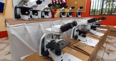 23 microscopios que fueron entregados en las instalaciones del SILAIS-Central.