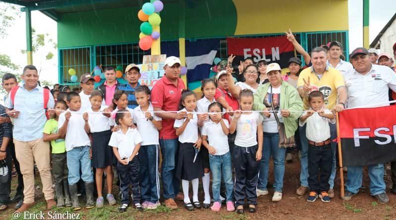 Inauguración de la nueva aula instalada en la comunidad Corozo Kiawas, en Prinzapolka