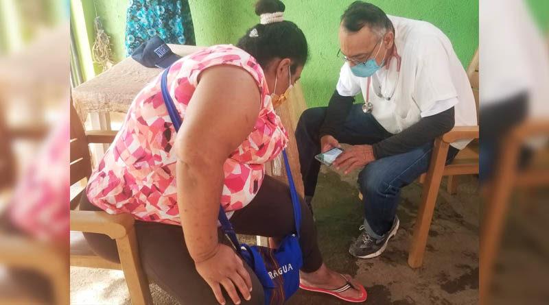 Pacientes con problemas de hipertensión y otras enfermedades son atendidos durante una feria desarrollada por el MINSA en el barrio German Pomares