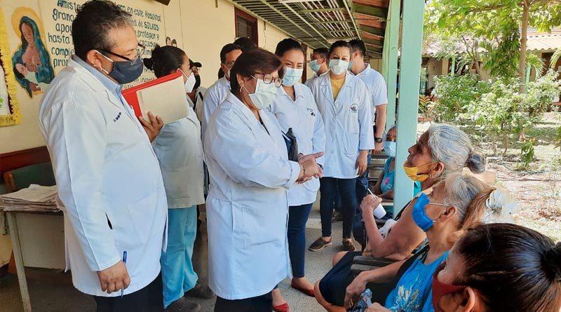 Ministra de salud durante el recorrido realizado en el Hospital Amistad Japón Nicaragua de Granada