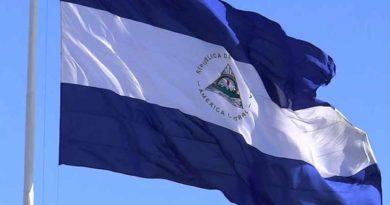 Bandera de Nicaragua ondeando