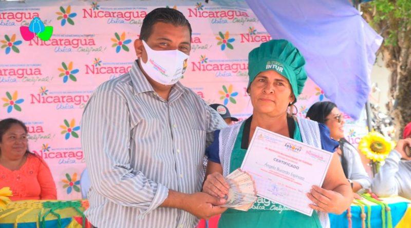 Señora Ángela Bucardo, ganadora del primer lugar del Festival Gastronómico de Nueva Segovia.
