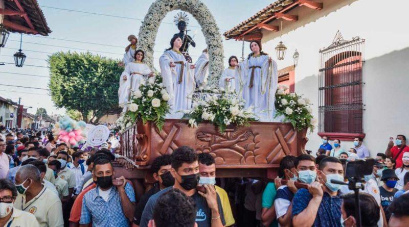 Protestantes cargan a San Benito de Palermo