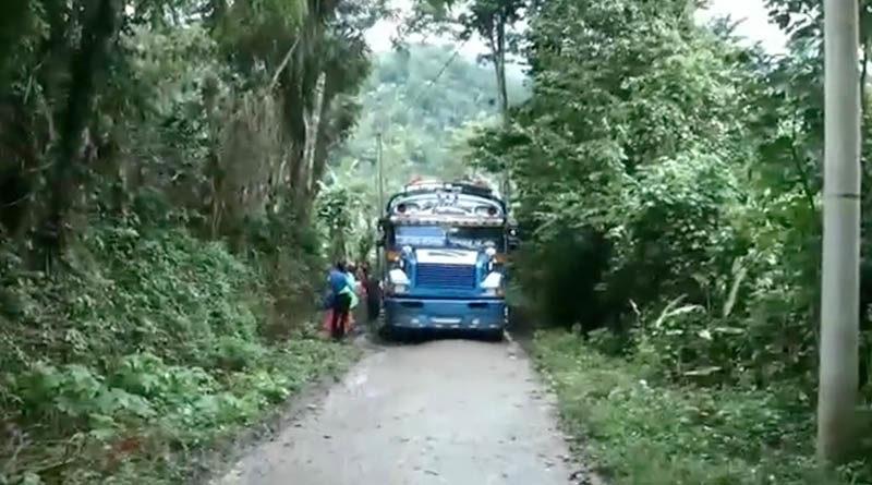 Adolescente fallece al caer de bus que intentaba abordar en Santa María de Pantasma