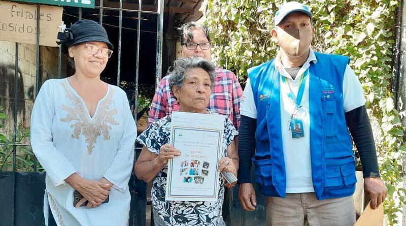 Mujeres de Managua recibieron su título de propiedad entregado por el Gobierno Sandinista