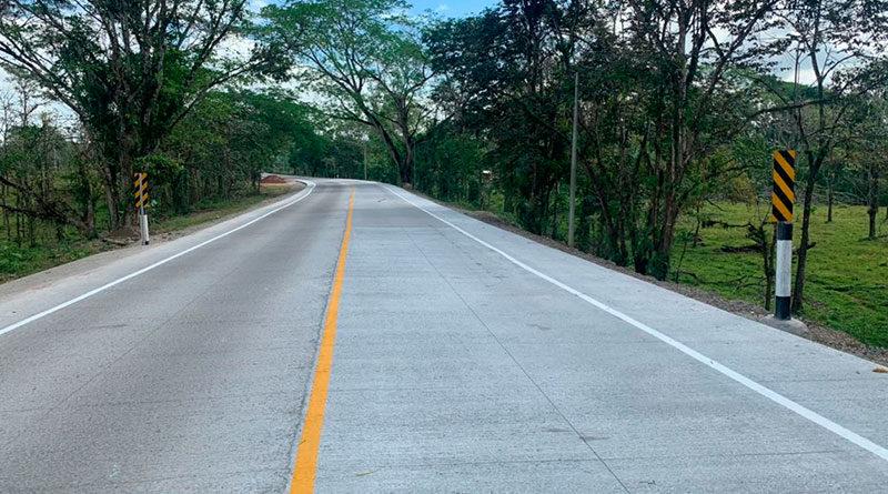 carretera de concreto hidráulico en la entrada principal a Siuna